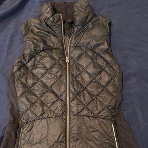 Black lululemon vest size 8